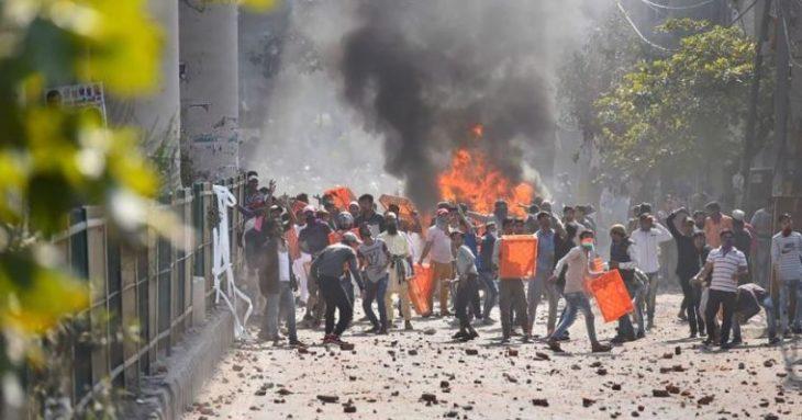 दिल्ली पुलिस को दंगाइयों को देखते ही गोली मारने का आदेश जारी